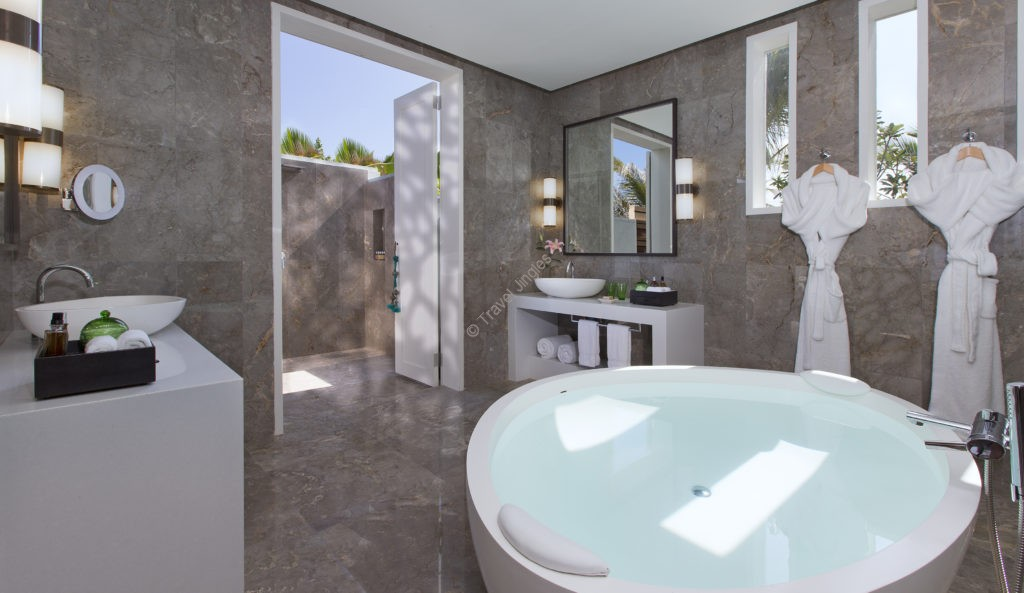 residence-twin-bedroom-bathroom